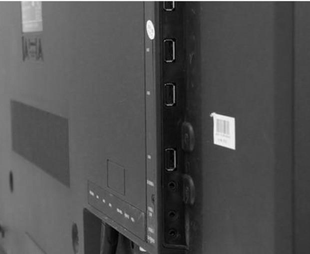 提问有点模糊。不知有线网络是指数字有线电视网络,还是指互联网宽带网络? 创维47E92RD电视可以同时连接数字有线电视网络和互联网宽带网络。 数字有线电视信号通过同轴电缆接入数字电视机顶盒的RF输入接口,再将机顶盒的AV视频输出接口(黄色)与电视机的AV视频输入接口(黄色)连接。机顶盒的音频输出接口(左声道白色、右声道红色)与电视机的音频输入颜色对应的接口相连接。 互联网宽带如果是由电话线ADSL接入,则首先要接入MoDem(调制调解器)的ADSL接口,再将MoDem的LAN接口,用两头带水晶头的网线(