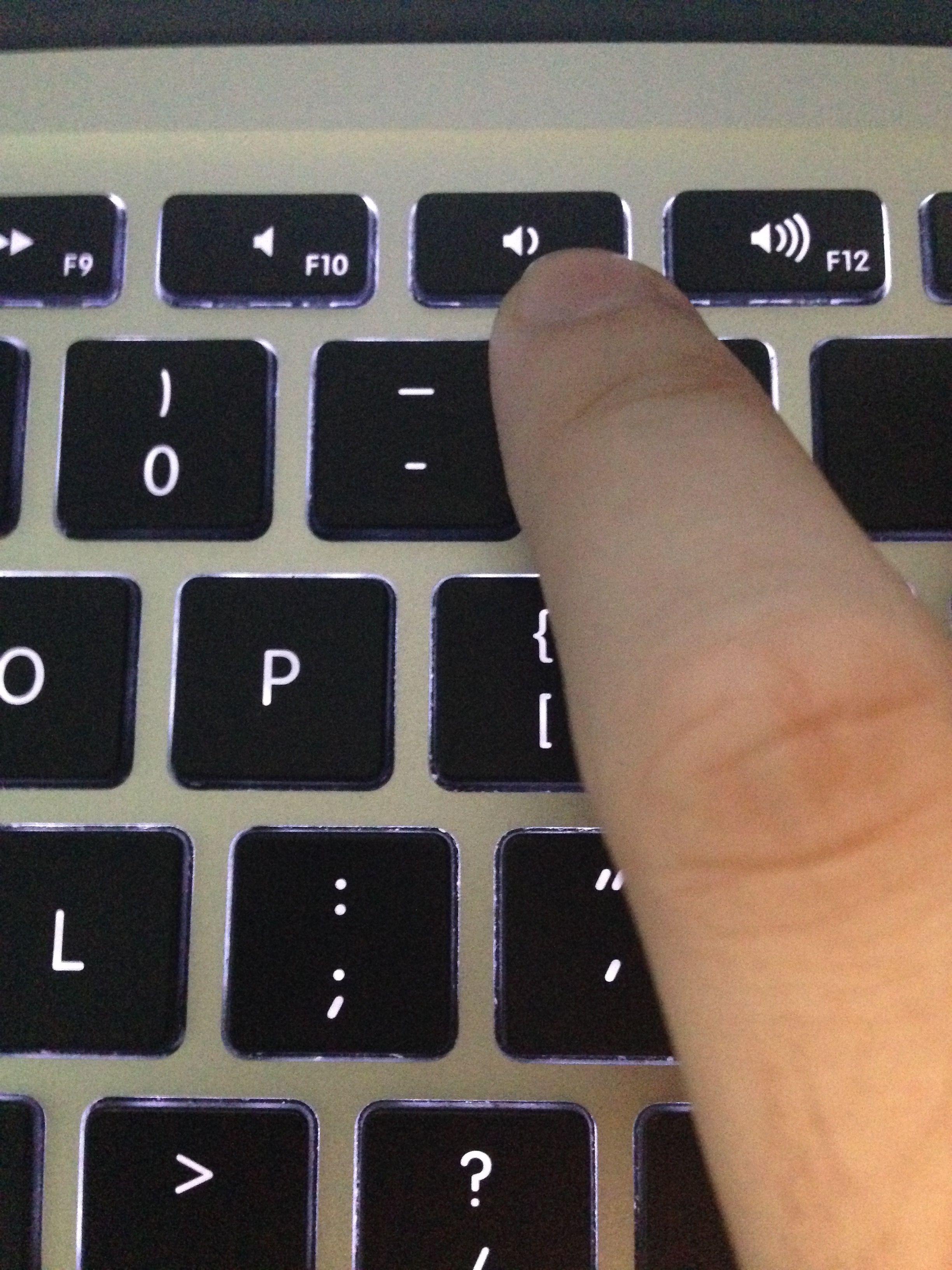 zbdx661 已采纳 苹果电脑音量可以通过键盘上的f11键和f12键调节.