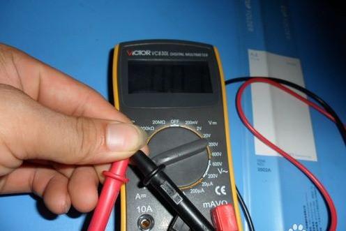 万能表是一种多功能测量仪器.