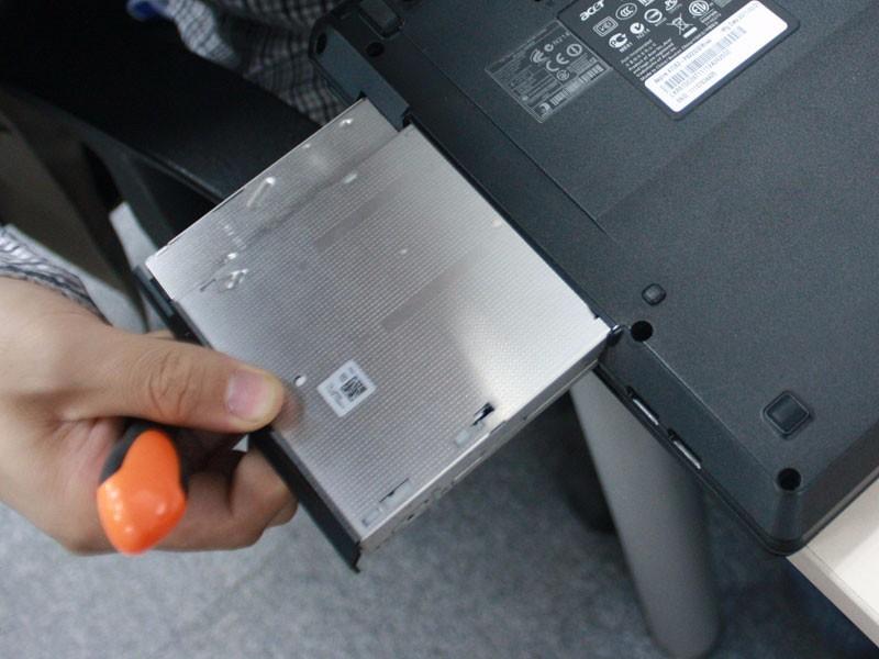 固态硬盘装在电脑的什么位置