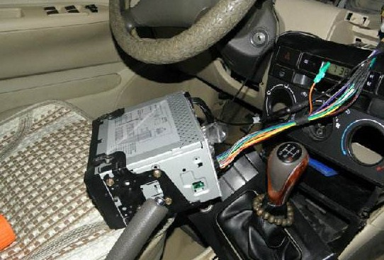 车载,带屏幕DVD后插头的接线图