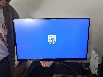 电脑开机显示器出现横向的线,纵向的宽条,系统也进不去了,...