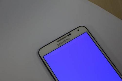 手机摔了之后,屏幕出现蓝色区域,并且不断扩大,这是怎么回事?