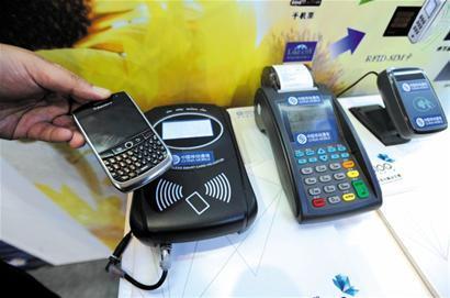请问手机卡被拿出后,还能被定位查出来手机位置吗?