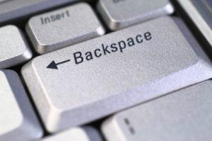 backspace键在电脑键盘上哪里啊?