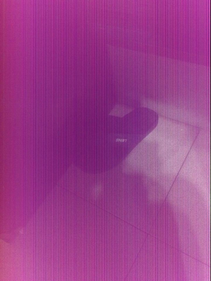 为什么iPhone4s后置摄像头在光线暗的地方拍照会出现以下第一张照片的情况,而光线好些的室外却不会