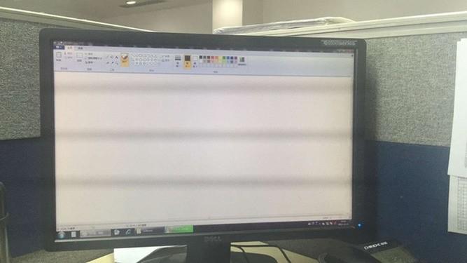为何用手机拍摄电脑屏幕,会有一条一条的电子条纹?