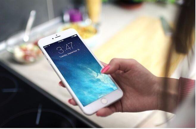 苹果手机怎样设置,别人打电话提示是拨打的电话是关机的。