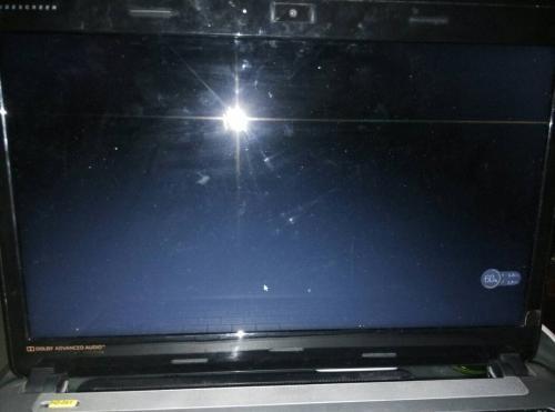 笔记本电脑玩CF为何两边都是黑屏?如何设置?