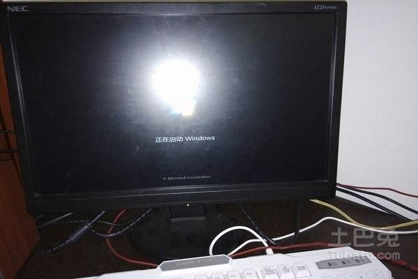 安装独立显卡后,显示器没有信号怎么处理?