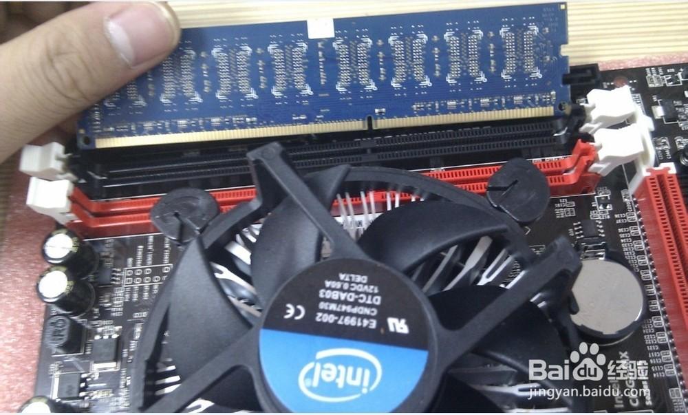 台式机电脑怎么安装内存条