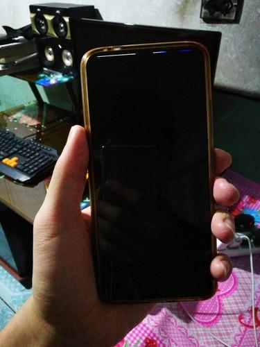 vivox23摔了以后就黑屏了,按开机键屏幕最上方出现线条,用其他手机给打电话发语音都没有反应,但是指纹解锁那里用手指按后有反应,是出现什么问题了