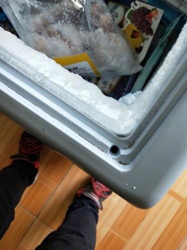香雪海SD/SC-366YA冰箱表面凹槽圆孔是排水孔吗?堵住了怎么办?如何疏通?