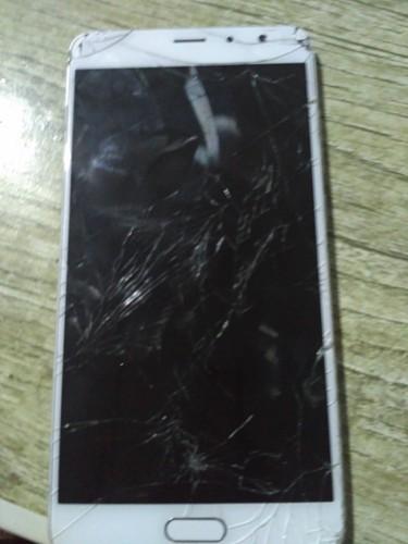 我的红米手机不小心砸了一下屏幕就黑啦  但是开机关机都有反...