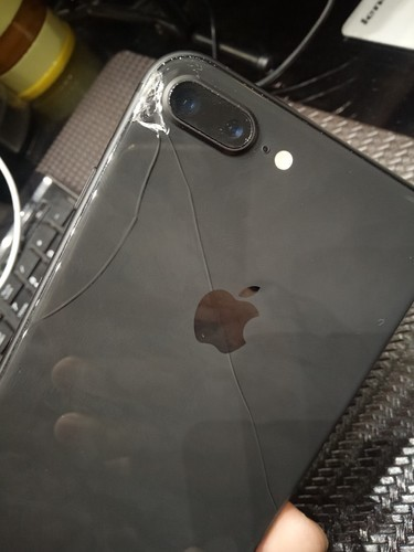 苹果8p后面手机玻璃屏碎了 换一个得多少钱啊
