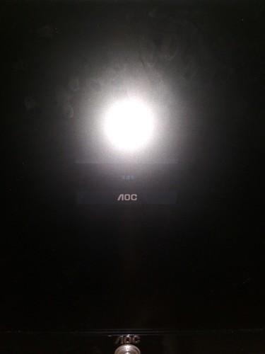 aoc显示器开机不显示,显示无信号,然后直接黑屏,什么情况
