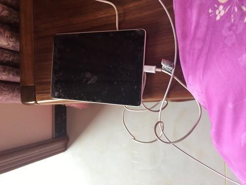 小米平板黑屏也从不上电是怎么回事。有知道的告诉我一声
