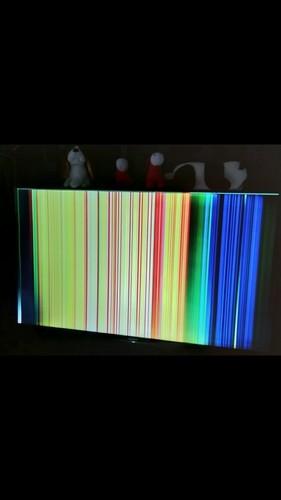 请问下索尼电视,有声音,显示屏这样是什么原因?维修多少钱...