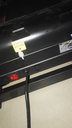 亿健跑步机黑豹007型号,电源开关旁边的按钮是干什么用的?谢...