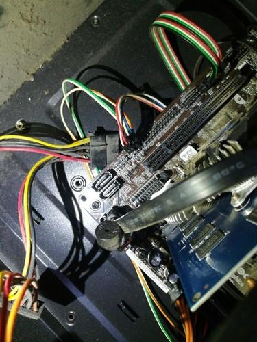 主机的红色灯常亮是什么原因?是不是电源的线插错了?线已经...