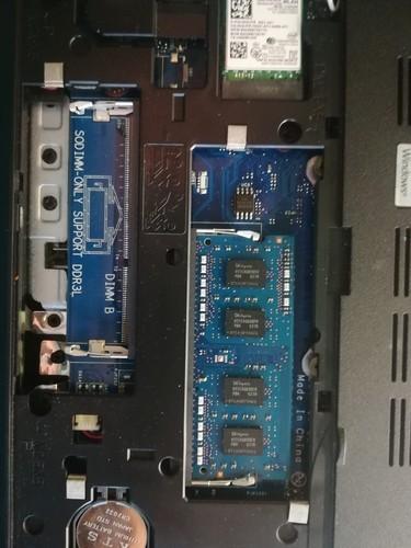 这电脑现在插的是4g,想换成两条8g,总感觉4g的插口插8g放不...