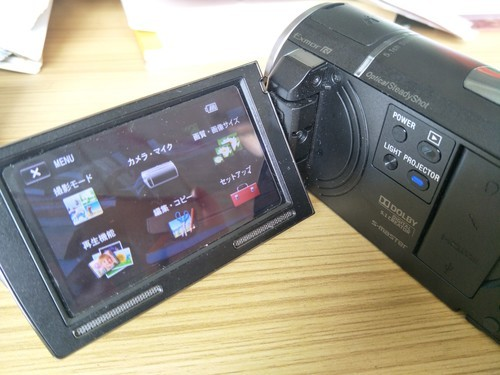 sony HDR-PJ580E不小心切换为日文了,如何切换为中文?