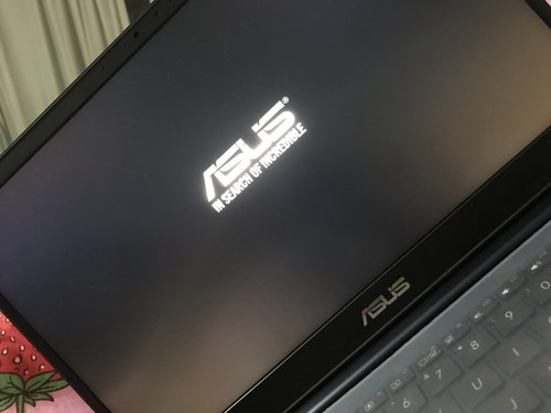 电脑更新了以后到9%就直接黑屏了,然后一直在回复以前版本,...