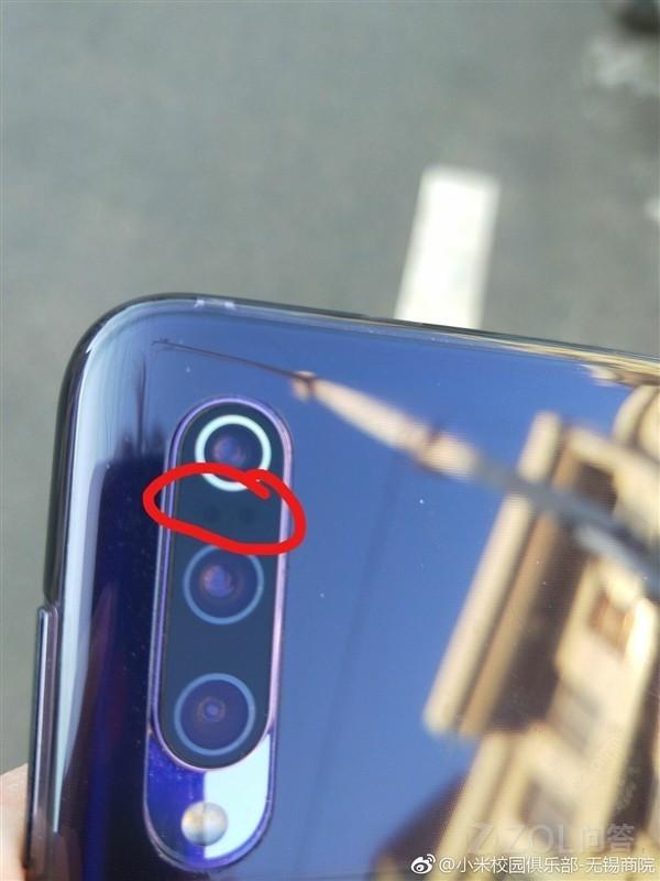 小米9背后摄像头的两个孔是干嘛用的?