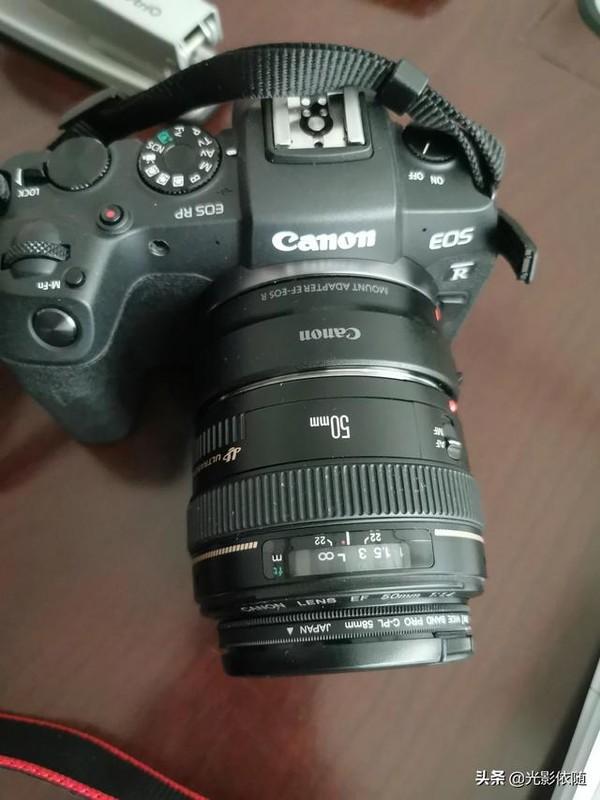 佳能定焦镜头50 1.4和镜头24 2.8哪个适合做挂机头?
