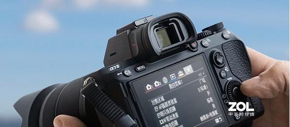 为什么用一些微单的取景器取景,看到的画面内容与实际拍下的画面内容会有出入?