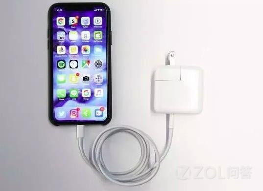 安卓和苹果用户都陷入误区 手机充满100%会伤电池吗?