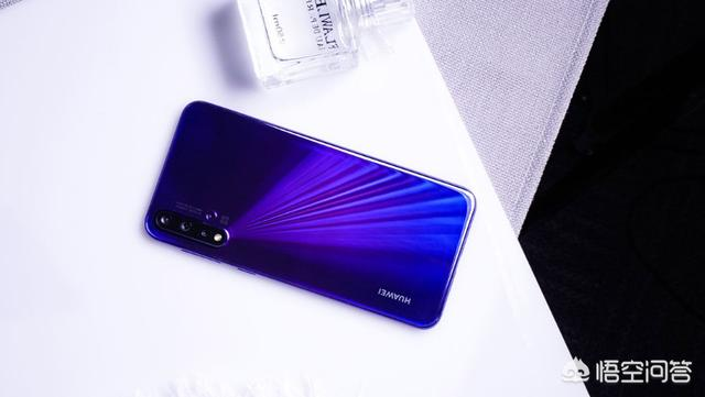 华为Nova5Pro,支持40W快充,如今却降价500余元,还值得入手吗?