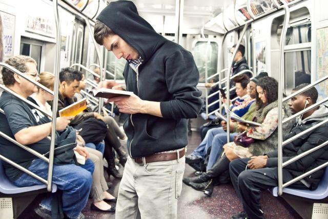 为什么在地铁上每到一站,手机网络就会很差?