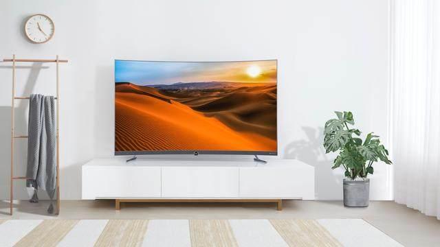 4K曲面电视哪个性价比高?