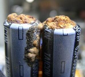 在主板的选择上怎么区别固态电容和电解电容?