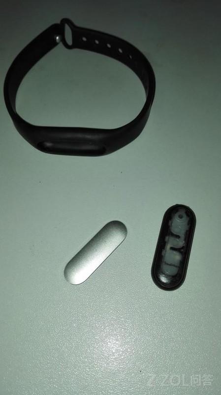 小米手环的问题大家都有吗? 第一个是运动的时候手环头不知不觉地丢了,第二个手环正面金属壳脱了,掉渣!