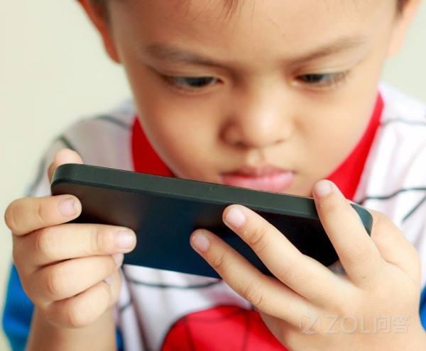 小孩子痴迷玩手机怎么办?怎么才能让小朋友减少玩手机的时间?