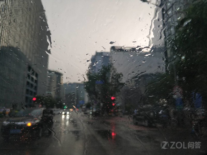 在现场冒雨看坚果R1发布会是什么感受?