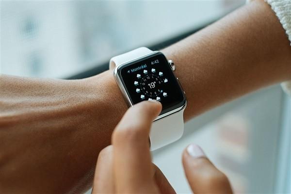 智能手表现在是标配硬件了么?