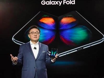 华为首款5G折叠屏手机和三星Galaxy Fold哪个强?
