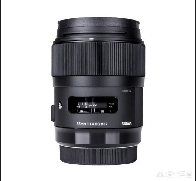 给索尼A7R2配个镜头,拍星空和人像,蔡司和适马的镜头里面选哪个比较好?