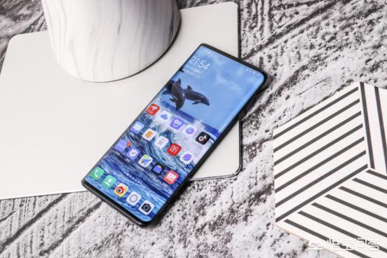 你觉得屏占比高达99.6%的手机会带来更好的视觉体验吗,为什么?