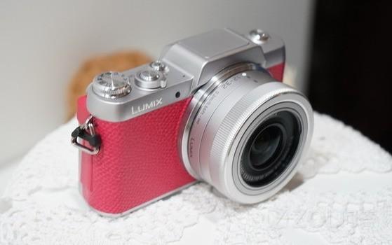 40岁大姐假扮90后骗走情郎600万,浓妆和素颜照曝光吓我一跳,求推荐优质美颜相机?