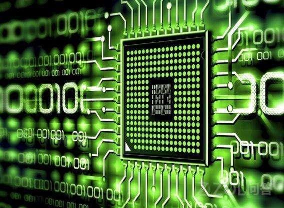 国内芯片技术最强的公司是谁?和intel,amd有多大的差距?