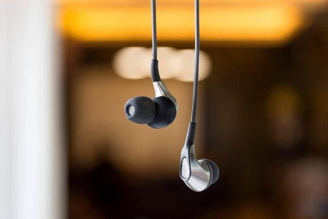 普通几十块的耳机和几千上万的耳机的区别是怎样的?